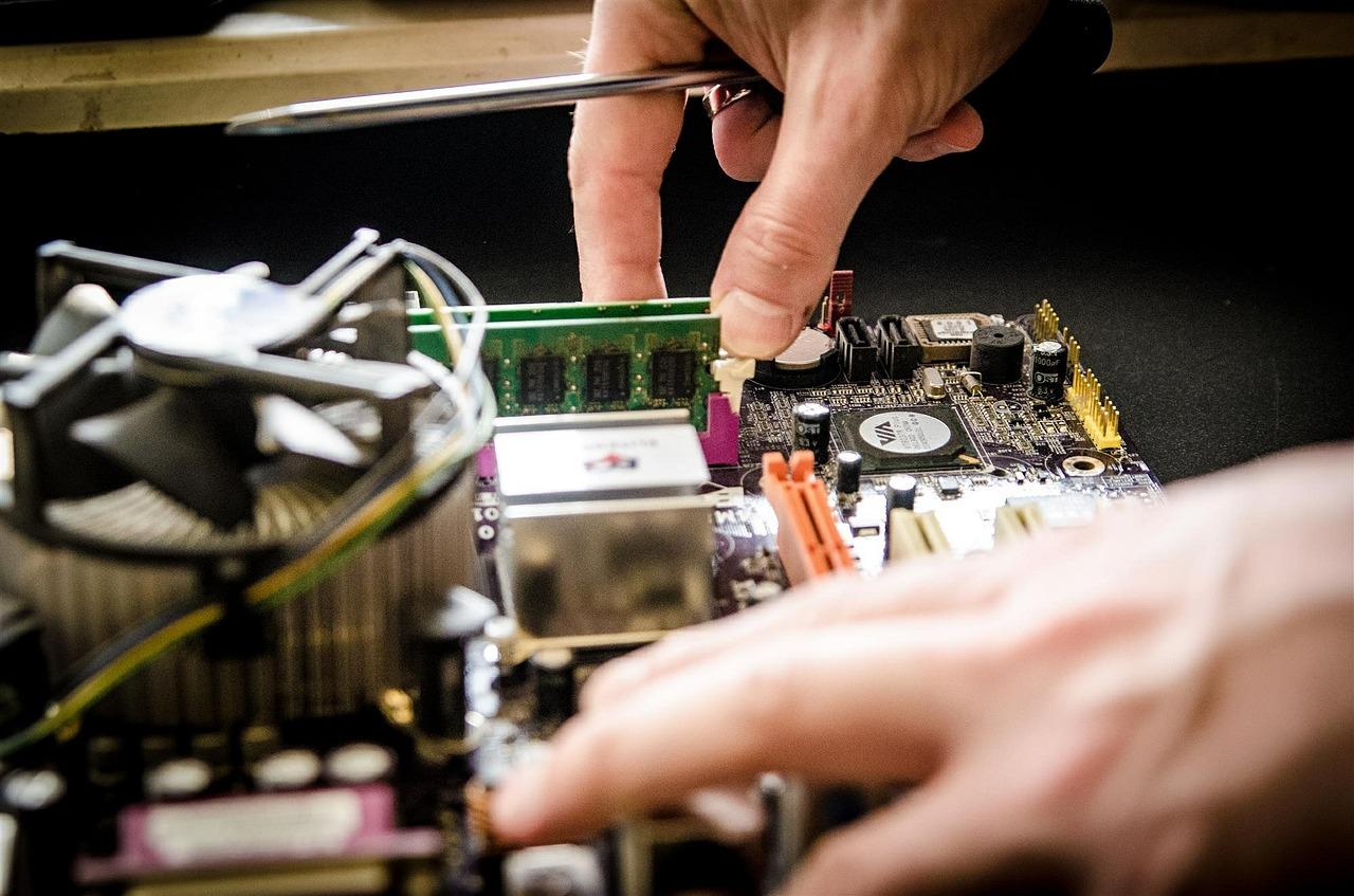 Profitez de notre expertise en informatique pour la réparation, vente et formation!